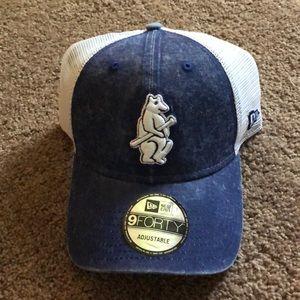 NWT Chicago Cubs Trucker Hat Cap blue bear New Era